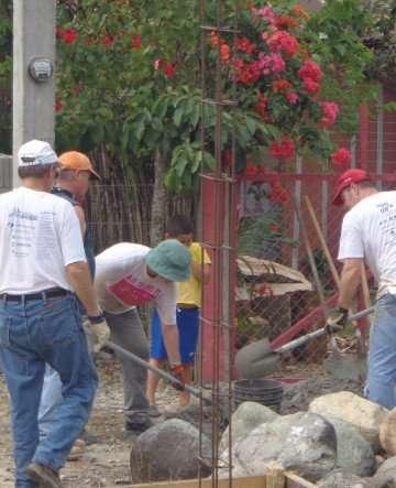 Honduras 2014 volunteers working